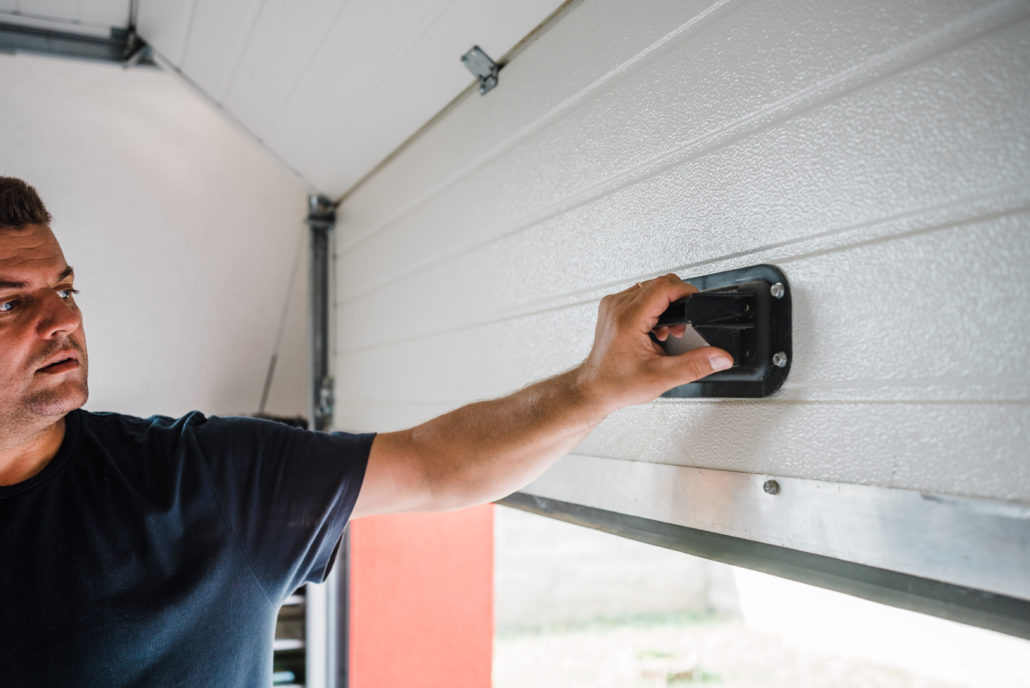 Tips on How to Choose a Professional Garage Door Contactor in Your Area