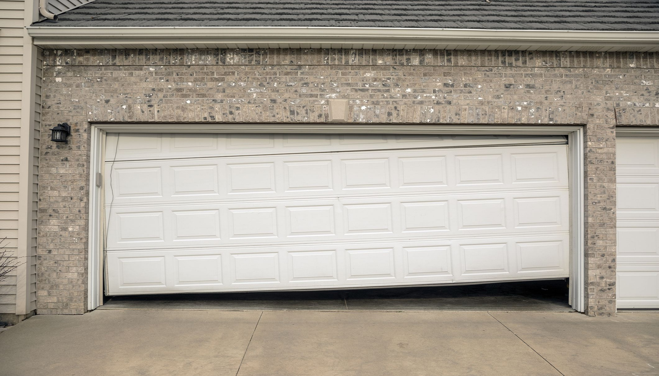 How Much Does it Cost Replace or Repair a Damaged Garage Door?